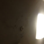 天井裏の配管のオーバーフローによる水漏れ・水濡れ。